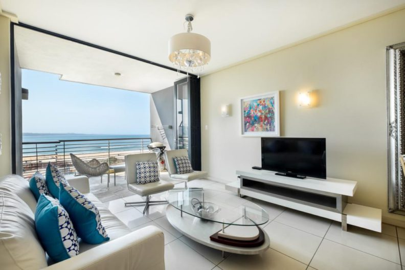 Lounge at Point Waterfont Apartments